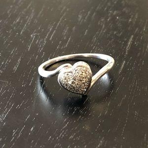 Jewelry - Sterling silver diamond heart ring